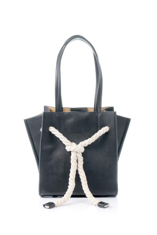 meliebiancoのMonica(Black)ロープモチーフ・トートバッグ/海外ファッション好きにオススメのインポートバッグとかばん、MelieBianco(メリービアンコ)のバッグやトートバッグ。マリンテイストのロープが可愛い巾着タイプのトートバッグ。可愛らしいデザインの中は仕切りを兼ねたポケットが使いやすい便利な構造。