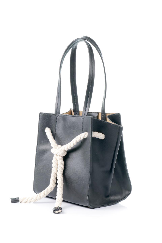 meliebiancoのMonica(Black)ロープモチーフ・トートバッグ/海外ファッション好きにオススメのインポートバッグとかばん、MelieBianco(メリービアンコ)のバッグやトートバッグ。マリンテイストのロープが可愛い巾着タイプのトートバッグ。可愛らしいデザインの中は仕切りを兼ねたポケットが使いやすい便利な構造。/main-1