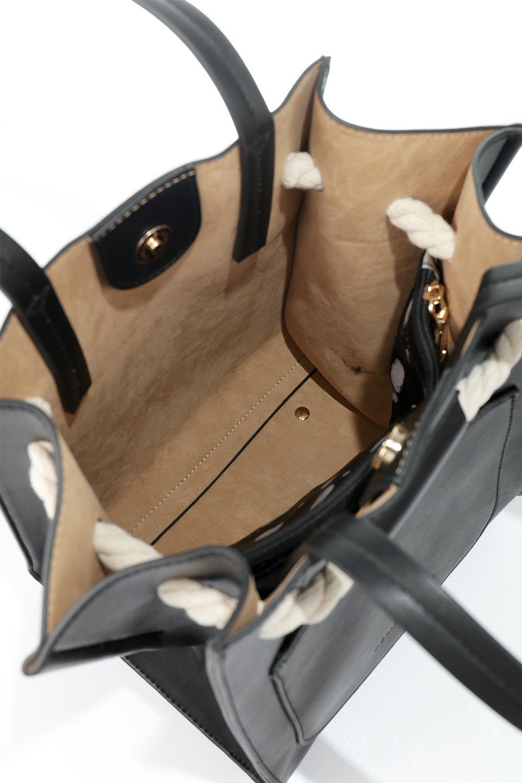 meliebiancoのMonica(Black)ロープモチーフ・トートバッグ/海外ファッション好きにオススメのインポートバッグとかばん、MelieBianco(メリービアンコ)のバッグやトートバッグ。マリンテイストのロープが可愛い巾着タイプのトートバッグ。可愛らしいデザインの中は仕切りを兼ねたポケットが使いやすい便利な構造。/main-12