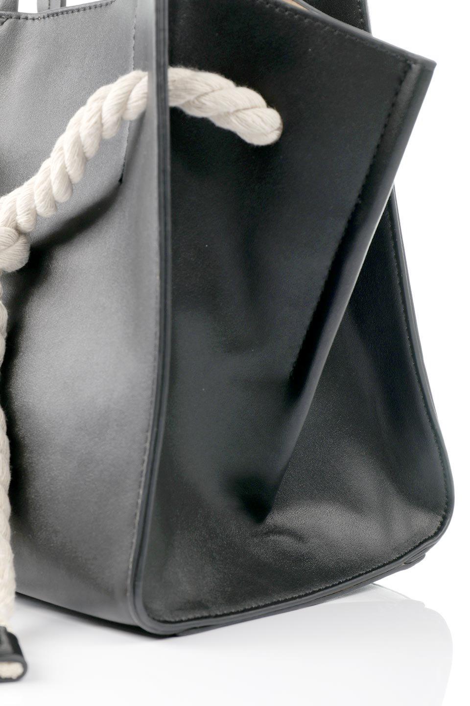 meliebiancoのMonica(Black)ロープモチーフ・トートバッグ/海外ファッション好きにオススメのインポートバッグとかばん、MelieBianco(メリービアンコ)のバッグやトートバッグ。マリンテイストのロープが可愛い巾着タイプのトートバッグ。可愛らしいデザインの中は仕切りを兼ねたポケットが使いやすい便利な構造。/main-6