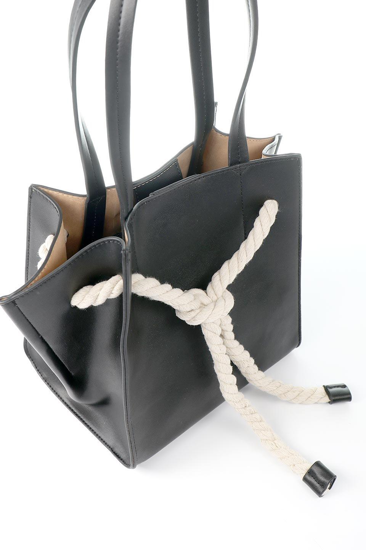 meliebiancoのMonica(Black)ロープモチーフ・トートバッグ/海外ファッション好きにオススメのインポートバッグとかばん、MelieBianco(メリービアンコ)のバッグやトートバッグ。マリンテイストのロープが可愛い巾着タイプのトートバッグ。可愛らしいデザインの中は仕切りを兼ねたポケットが使いやすい便利な構造。/main-7