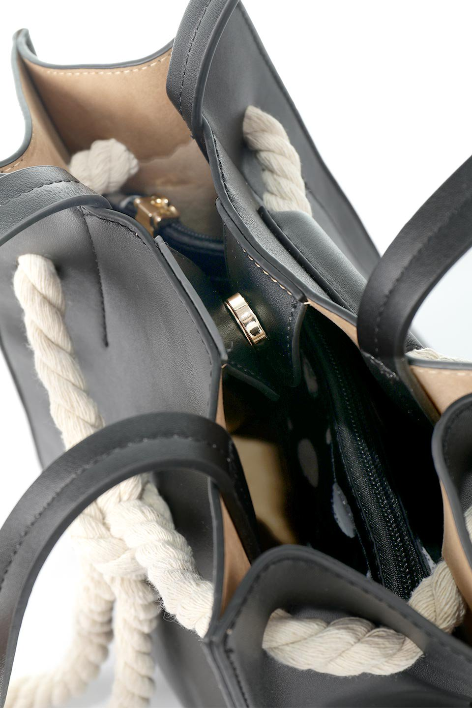 meliebiancoのMonica(Black)ロープモチーフ・トートバッグ/海外ファッション好きにオススメのインポートバッグとかばん、MelieBianco(メリービアンコ)のバッグやトートバッグ。マリンテイストのロープが可愛い巾着タイプのトートバッグ。可愛らしいデザインの中は仕切りを兼ねたポケットが使いやすい便利な構造。/main-8