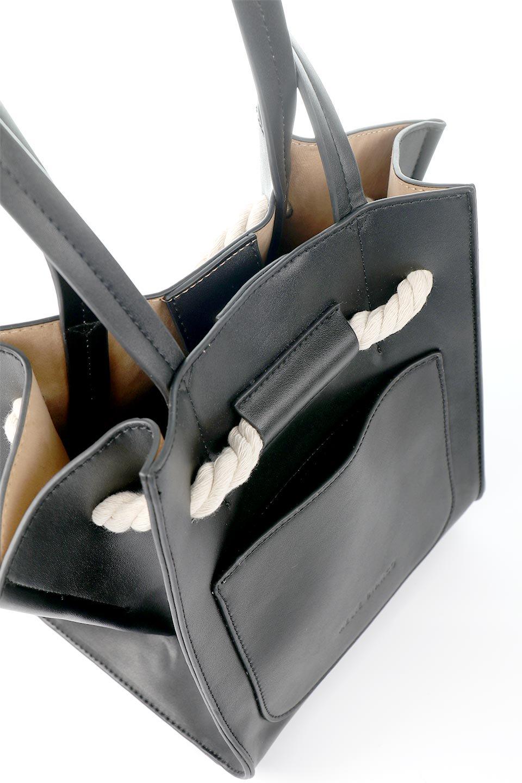 meliebiancoのMonica(Black)ロープモチーフ・トートバッグ/海外ファッション好きにオススメのインポートバッグとかばん、MelieBianco(メリービアンコ)のバッグやトートバッグ。マリンテイストのロープが可愛い巾着タイプのトートバッグ。可愛らしいデザインの中は仕切りを兼ねたポケットが使いやすい便利な構造。/main-9