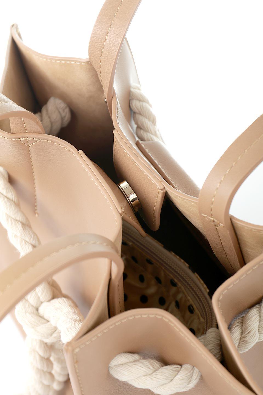 meliebiancoのMonica(Tan)ロープモチーフ・トートバッグ/海外ファッション好きにオススメのインポートバッグとかばん、MelieBianco(メリービアンコ)のバッグやトートバッグ。マリンテイストのロープが可愛い巾着タイプのトートバッグ。可愛らしいデザインの中は仕切りを兼ねたポケットが使いやすい便利な構造。/main-10