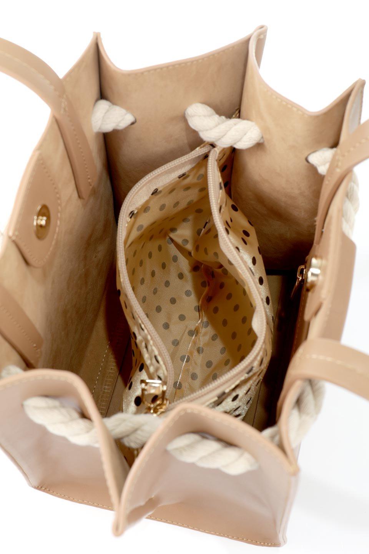 meliebiancoのMonica(Tan)ロープモチーフ・トートバッグ/海外ファッション好きにオススメのインポートバッグとかばん、MelieBianco(メリービアンコ)のバッグやトートバッグ。マリンテイストのロープが可愛い巾着タイプのトートバッグ。可愛らしいデザインの中は仕切りを兼ねたポケットが使いやすい便利な構造。/main-12