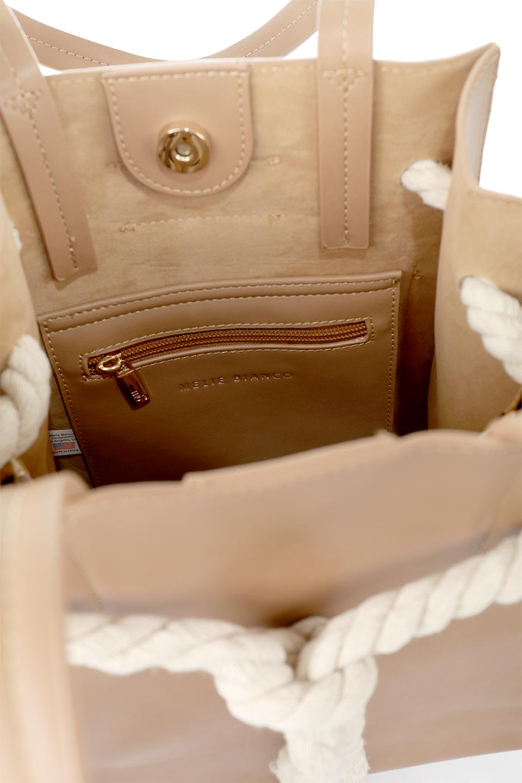 meliebiancoのMonica(Tan)ロープモチーフ・トートバッグ/海外ファッション好きにオススメのインポートバッグとかばん、MelieBianco(メリービアンコ)のバッグやトートバッグ。マリンテイストのロープが可愛い巾着タイプのトートバッグ。可愛らしいデザインの中は仕切りを兼ねたポケットが使いやすい便利な構造。/main-14