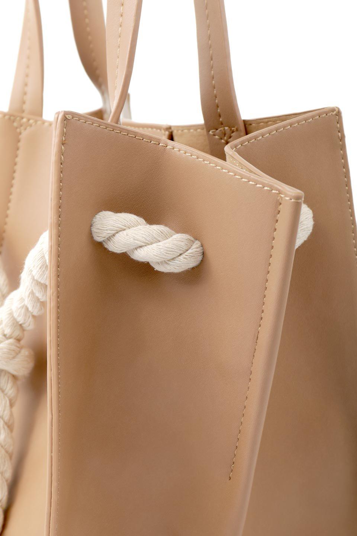 meliebiancoのMonica(Tan)ロープモチーフ・トートバッグ/海外ファッション好きにオススメのインポートバッグとかばん、MelieBianco(メリービアンコ)のバッグやトートバッグ。マリンテイストのロープが可愛い巾着タイプのトートバッグ。可愛らしいデザインの中は仕切りを兼ねたポケットが使いやすい便利な構造。/main-7