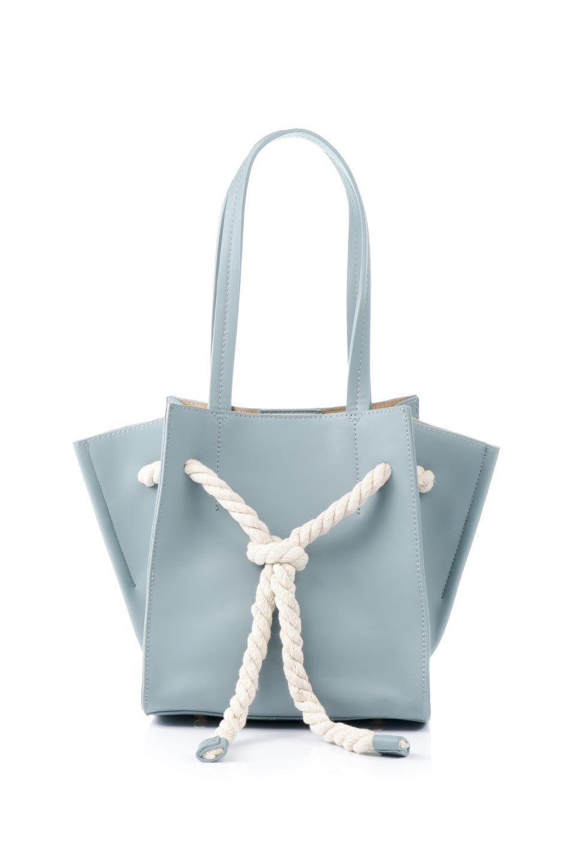 meliebiancoのMonica(Blue)ロープモチーフ・トートバッグ/海外ファッション好きにオススメのインポートバッグとかばん、MelieBianco(メリービアンコ)のバッグやトートバッグ。マリンテイストのロープが可愛い巾着タイプのトートバッグ。可愛らしいデザインの中は仕切りを兼ねたポケットが使いやすい便利な構造。