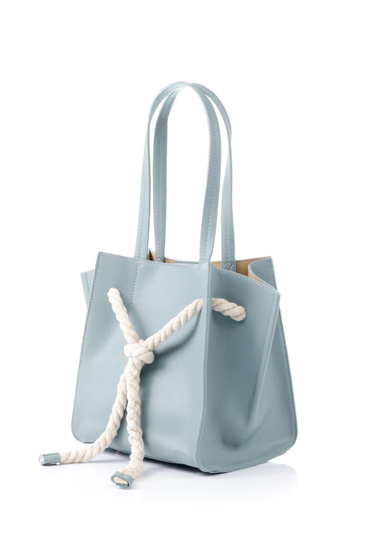 meliebiancoのMonica(Blue)ロープモチーフ・トートバッグ/海外ファッション好きにオススメのインポートバッグとかばん、MelieBianco(メリービアンコ)のバッグやトートバッグ。マリンテイストのロープが可愛い巾着タイプのトートバッグ。可愛らしいデザインの中は仕切りを兼ねたポケットが使いやすい便利な構造。/main-1
