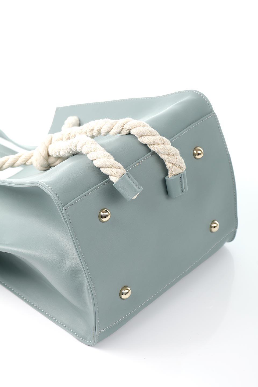 meliebiancoのMonica(Blue)ロープモチーフ・トートバッグ/海外ファッション好きにオススメのインポートバッグとかばん、MelieBianco(メリービアンコ)のバッグやトートバッグ。マリンテイストのロープが可愛い巾着タイプのトートバッグ。可愛らしいデザインの中は仕切りを兼ねたポケットが使いやすい便利な構造。/main-16