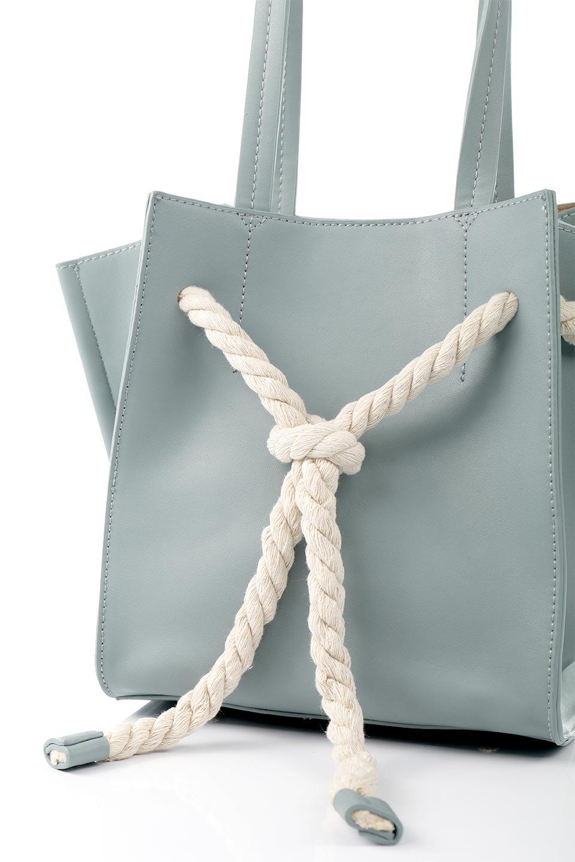 meliebiancoのMonica(Blue)ロープモチーフ・トートバッグ/海外ファッション好きにオススメのインポートバッグとかばん、MelieBianco(メリービアンコ)のバッグやトートバッグ。マリンテイストのロープが可愛い巾着タイプのトートバッグ。可愛らしいデザインの中は仕切りを兼ねたポケットが使いやすい便利な構造。/main-5