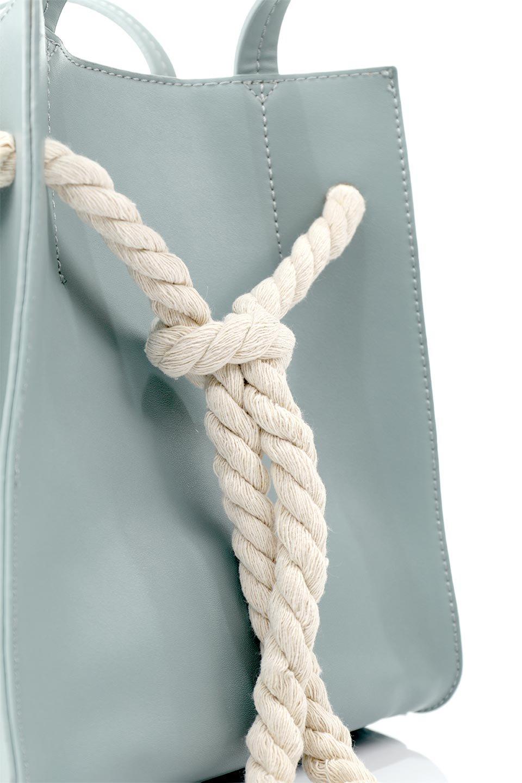 meliebiancoのMonica(Blue)ロープモチーフ・トートバッグ/海外ファッション好きにオススメのインポートバッグとかばん、MelieBianco(メリービアンコ)のバッグやトートバッグ。マリンテイストのロープが可愛い巾着タイプのトートバッグ。可愛らしいデザインの中は仕切りを兼ねたポケットが使いやすい便利な構造。/main-6