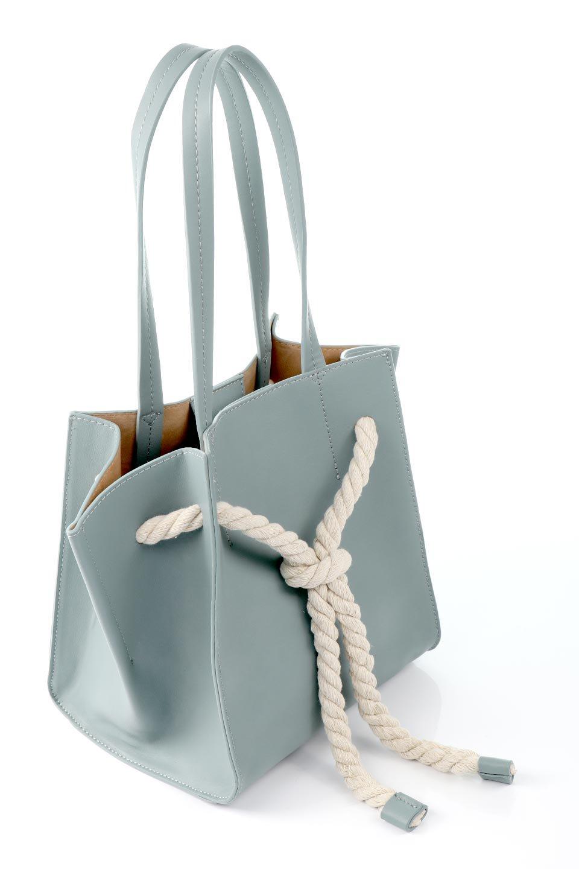 meliebiancoのMonica(Blue)ロープモチーフ・トートバッグ/海外ファッション好きにオススメのインポートバッグとかばん、MelieBianco(メリービアンコ)のバッグやトートバッグ。マリンテイストのロープが可愛い巾着タイプのトートバッグ。可愛らしいデザインの中は仕切りを兼ねたポケットが使いやすい便利な構造。/main-8