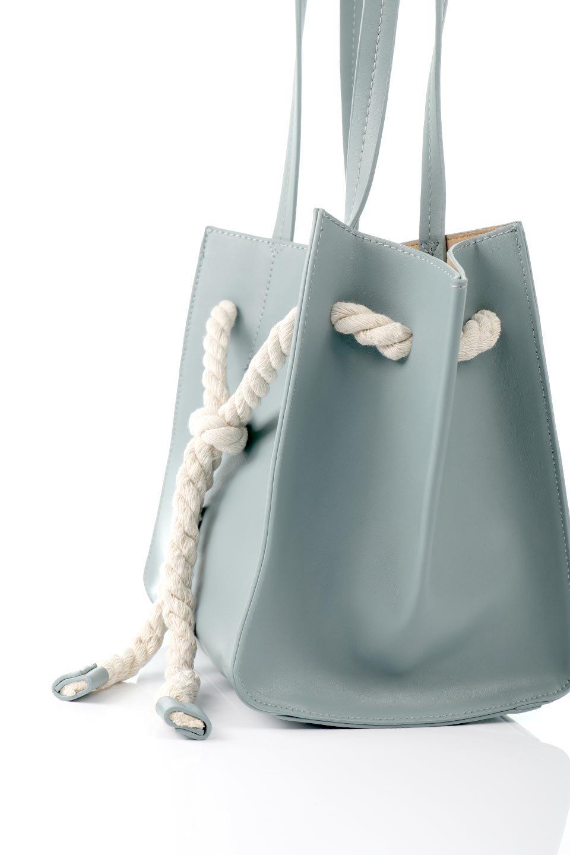 meliebiancoのMonica(Blue)ロープモチーフ・トートバッグ/海外ファッション好きにオススメのインポートバッグとかばん、MelieBianco(メリービアンコ)のバッグやトートバッグ。マリンテイストのロープが可愛い巾着タイプのトートバッグ。可愛らしいデザインの中は仕切りを兼ねたポケットが使いやすい便利な構造。/main-9