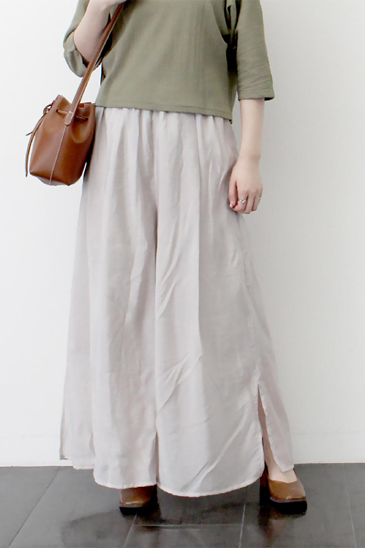 WideLegSlitSheerPantsサイドスリット・シアーパンツ大人カジュアルに最適な海外ファッションのothers(その他インポートアイテム)のボトムやパンツ。透け感のある人気のシアー素材を使用したワイドパンツ。涼しげな素材でスカートのような軽い着心地です。/main-21