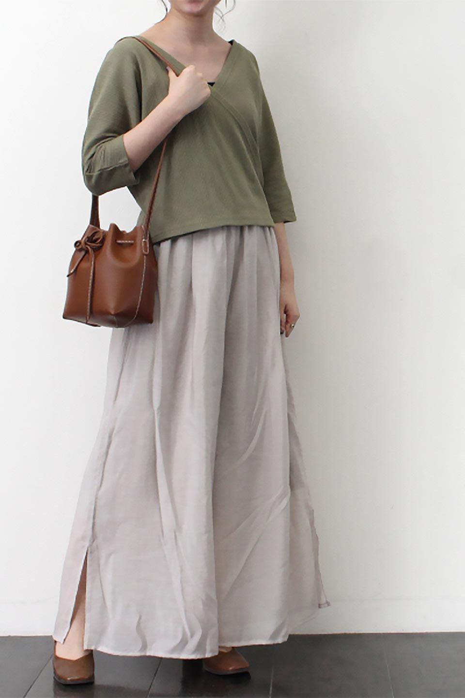 WideLegSlitSheerPantsサイドスリット・シアーパンツ大人カジュアルに最適な海外ファッションのothers(その他インポートアイテム)のボトムやパンツ。透け感のある人気のシアー素材を使用したワイドパンツ。涼しげな素材でスカートのような軽い着心地です。/main-25