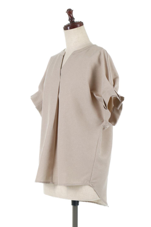 TackSleeveCollarlessBlouseタックスリーブ・ノーカラーブラウス大人カジュアルに最適な海外ファッションのothers(その他インポートアイテム)のトップスやシャツ・ブラウス。杢調のリネンライクな素材を使用したスキッパーブラウス。シンプルですが袖や後身頃のタックデザインで上品な雰囲気を演出します。/main-1