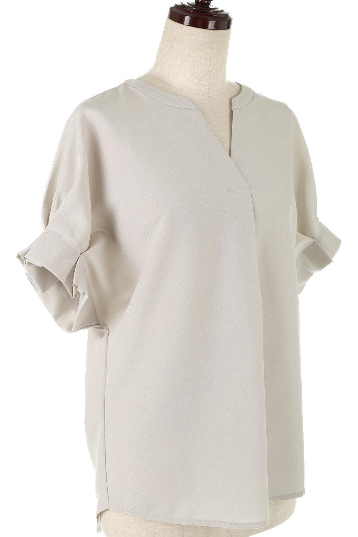 TackSleeveCollarlessBlouseタックスリーブ・ノーカラーブラウス大人カジュアルに最適な海外ファッションのothers(その他インポートアイテム)のトップスやシャツ・ブラウス。杢調のリネンライクな素材を使用したスキッパーブラウス。シンプルですが袖や後身頃のタックデザインで上品な雰囲気を演出します。/main-12
