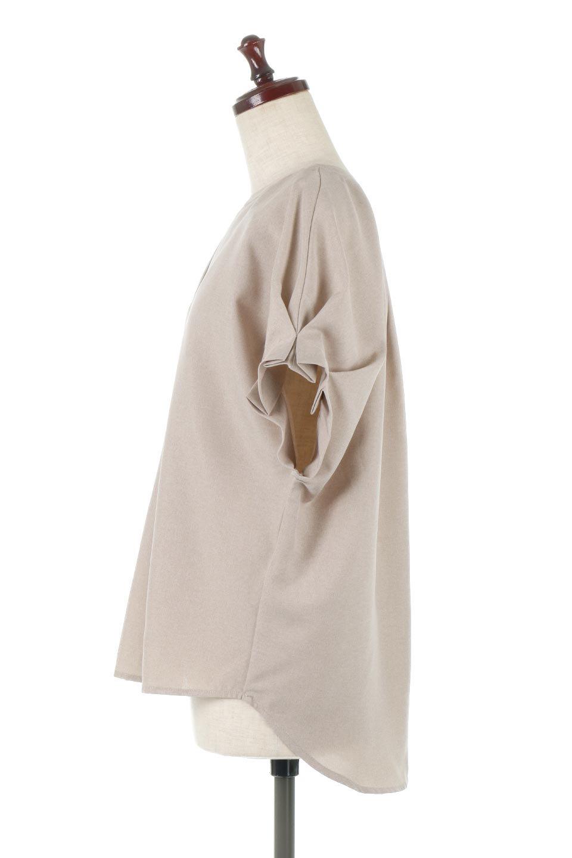 TackSleeveCollarlessBlouseタックスリーブ・ノーカラーブラウス大人カジュアルに最適な海外ファッションのothers(その他インポートアイテム)のトップスやシャツ・ブラウス。杢調のリネンライクな素材を使用したスキッパーブラウス。シンプルですが袖や後身頃のタックデザインで上品な雰囲気を演出します。/main-2