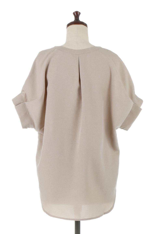TackSleeveCollarlessBlouseタックスリーブ・ノーカラーブラウス大人カジュアルに最適な海外ファッションのothers(その他インポートアイテム)のトップスやシャツ・ブラウス。杢調のリネンライクな素材を使用したスキッパーブラウス。シンプルですが袖や後身頃のタックデザインで上品な雰囲気を演出します。/main-4