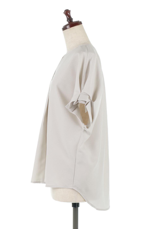 TackSleeveCollarlessBlouseタックスリーブ・ノーカラーブラウス大人カジュアルに最適な海外ファッションのothers(その他インポートアイテム)のトップスやシャツ・ブラウス。杢調のリネンライクな素材を使用したスキッパーブラウス。シンプルですが袖や後身頃のタックデザインで上品な雰囲気を演出します。/main-7
