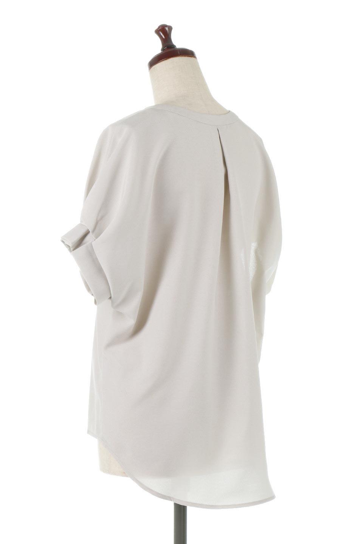 TackSleeveCollarlessBlouseタックスリーブ・ノーカラーブラウス大人カジュアルに最適な海外ファッションのothers(その他インポートアイテム)のトップスやシャツ・ブラウス。杢調のリネンライクな素材を使用したスキッパーブラウス。シンプルですが袖や後身頃のタックデザインで上品な雰囲気を演出します。/main-8