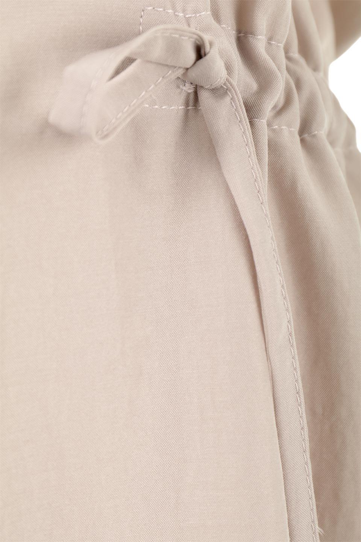 WaistDrawstringLooseDressウエストドロスト・ポケット付きワンピース大人カジュアルに最適な海外ファッションのothers(その他インポートアイテム)のワンピースやマキシワンピース。両サイドについたウエストのドロストリボンの絞り具合で様々なシルエットが楽しめるワンピース。上品な光沢があるシルキータッチの素材感も人気の定番ワンピースです。/main-20