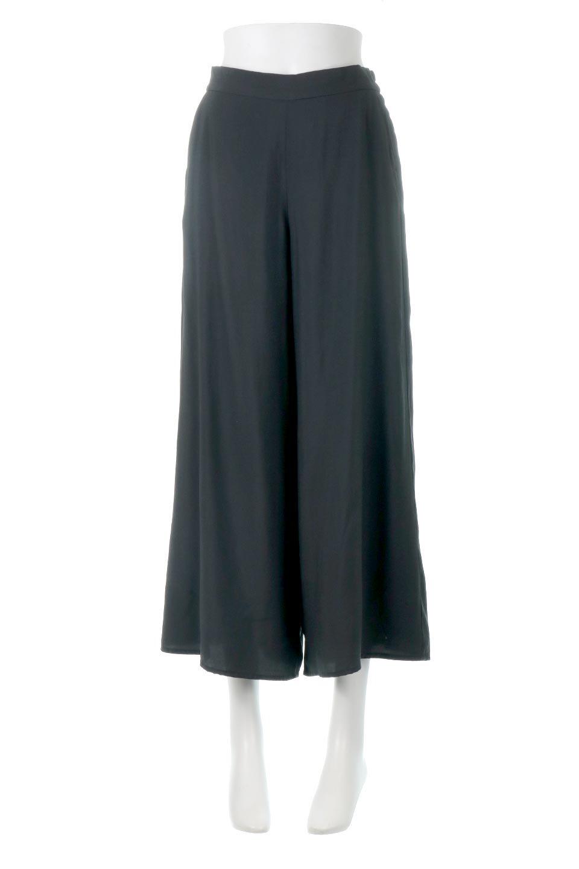 SoftTwillCroppedFlarePantsソフトツイル・フレアパンツ大人カジュアルに最適な海外ファッションのothers(その他インポートアイテム)のボトムやパンツ。サラサラの生地が涼しげなクロップドワイドパンツ。若干透け感のある素材ですが、同色のサテンの裏地付きなので安心です。/main-10