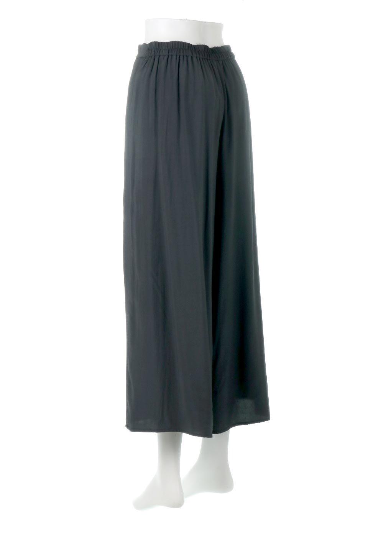 SoftTwillCroppedFlarePantsソフトツイル・フレアパンツ大人カジュアルに最適な海外ファッションのothers(その他インポートアイテム)のボトムやパンツ。サラサラの生地が涼しげなクロップドワイドパンツ。若干透け感のある素材ですが、同色のサテンの裏地付きなので安心です。/main-13