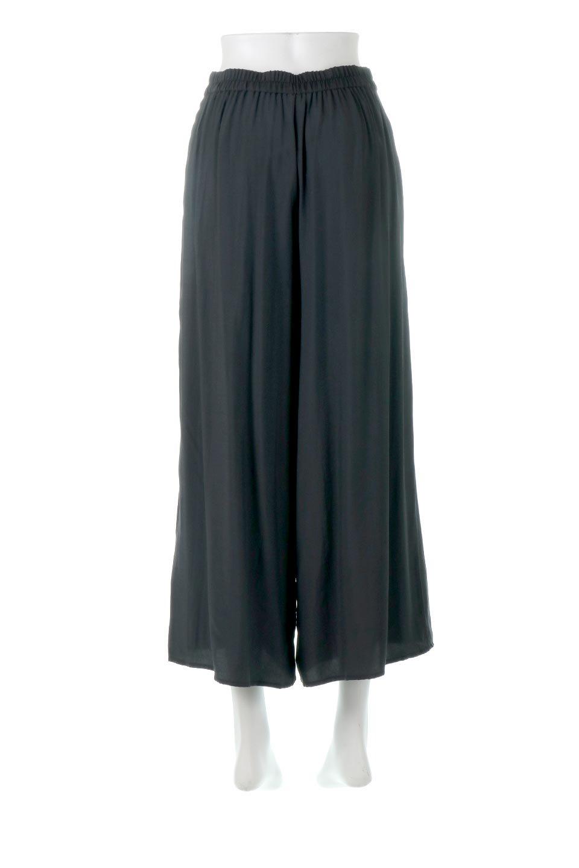 SoftTwillCroppedFlarePantsソフトツイル・フレアパンツ大人カジュアルに最適な海外ファッションのothers(その他インポートアイテム)のボトムやパンツ。サラサラの生地が涼しげなクロップドワイドパンツ。若干透け感のある素材ですが、同色のサテンの裏地付きなので安心です。/main-14