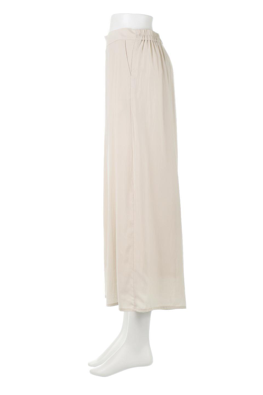 SoftTwillCroppedFlarePantsソフトツイル・フレアパンツ大人カジュアルに最適な海外ファッションのothers(その他インポートアイテム)のボトムやパンツ。サラサラの生地が涼しげなクロップドワイドパンツ。若干透け感のある素材ですが、同色のサテンの裏地付きなので安心です。/main-2
