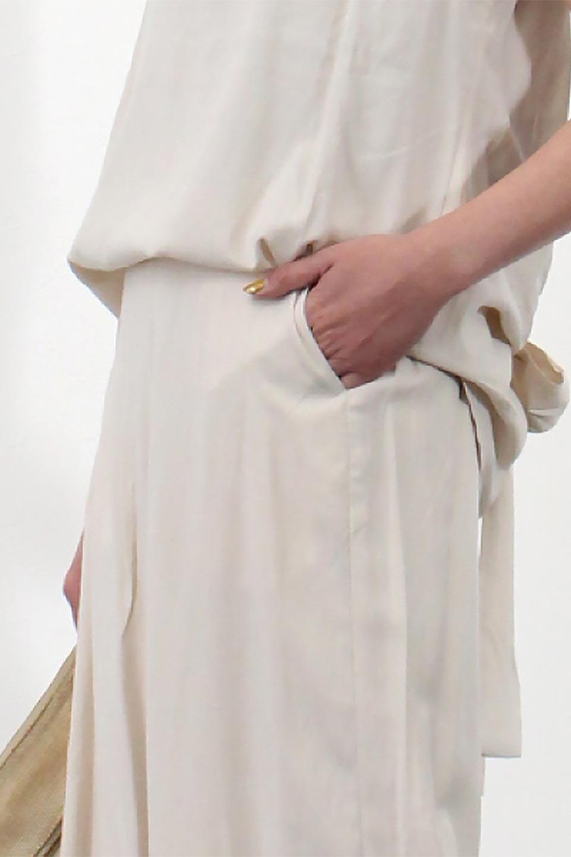 SoftTwillCroppedFlarePantsソフトツイル・フレアパンツ大人カジュアルに最適な海外ファッションのothers(その他インポートアイテム)のボトムやパンツ。サラサラの生地が涼しげなクロップドワイドパンツ。若干透け感のある素材ですが、同色のサテンの裏地付きなので安心です。/main-22