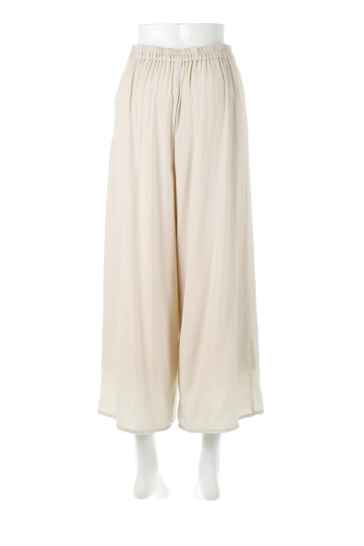SoftTwillCroppedFlarePantsソフトツイル・フレアパンツ大人カジュアルに最適な海外ファッションのothers(その他インポートアイテム)のボトムやパンツ。サラサラの生地が涼しげなクロップドワイドパンツ。若干透け感のある素材ですが、同色のサテンの裏地付きなので安心です。/main-4