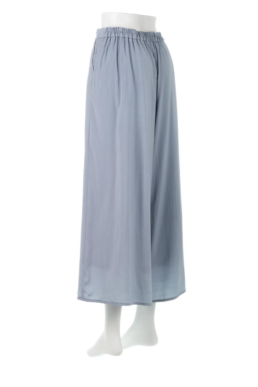 SoftTwillCroppedFlarePantsソフトツイル・フレアパンツ大人カジュアルに最適な海外ファッションのothers(その他インポートアイテム)のボトムやパンツ。サラサラの生地が涼しげなクロップドワイドパンツ。若干透け感のある素材ですが、同色のサテンの裏地付きなので安心です。/main-8