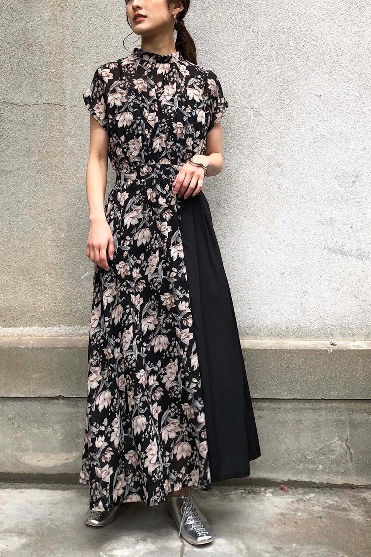 FloralPrintedPanelSkirtDress花柄・切り替えワンピース大人カジュアルに最適な海外ファッションのothers(その他インポートアイテム)のワンピースやマキシワンピース。女性らしさ漂う花柄×異素材MIXのロングワンピース。大きな花柄の中に異素材をMIXさせる事で甘さの中に大人の女性らしさをプラスさせています。/main-26