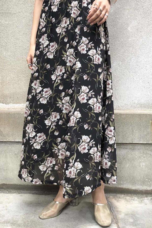 SideBeltFloralLongDress花柄・サイドベルトワンピース大人カジュアルに最適な海外ファッションのothers(その他インポートアイテム)のワンピースやマキシワンピース。軽やかな透け感が楽しめる花柄のロングワンピース。ウエストにベルトを施しエッジを効かせ、ハイウエストの切替で下半身がスラッと見えます。/main-26