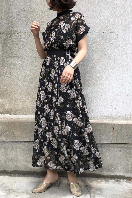 SideBeltFloralLongDress花柄・サイドベルトワンピース大人カジュアルに最適な海外ファッションのothers(その他インポートアイテム)のワンピースやマキシワンピース。軽やかな透け感が楽しめる花柄のロングワンピース。ウエストにベルトを施しエッジを効かせ、ハイウエストの切替で下半身がスラッと見えます。/main-27
