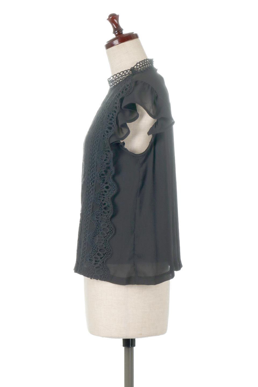 FrilledLaceFrenchSleeveBlouseフリルレース・フレンチスリーブブラウス大人カジュアルに最適な海外ファッションのothers(その他インポートアイテム)のトップスやカットソー。生地レースに2種類の繊細なケミカルレースを使用したフェミニンなブラウス。前の脇〜後身頃・袖には楊柳シフォンを使用しているので、さらりと着心地も良く、肩先の隠れるフレンチスリーブで着用しやすい1着です。/main-12