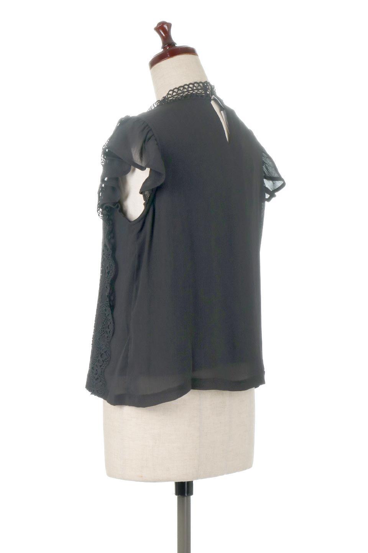 FrilledLaceFrenchSleeveBlouseフリルレース・フレンチスリーブブラウス大人カジュアルに最適な海外ファッションのothers(その他インポートアイテム)のトップスやカットソー。生地レースに2種類の繊細なケミカルレースを使用したフェミニンなブラウス。前の脇〜後身頃・袖には楊柳シフォンを使用しているので、さらりと着心地も良く、肩先の隠れるフレンチスリーブで着用しやすい1着です。/main-13