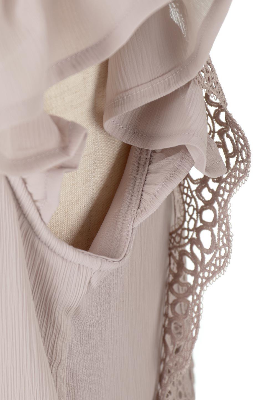 FrilledLaceFrenchSleeveBlouseフリルレース・フレンチスリーブブラウス大人カジュアルに最適な海外ファッションのothers(その他インポートアイテム)のトップスやカットソー。生地レースに2種類の繊細なケミカルレースを使用したフェミニンなブラウス。前の脇〜後身頃・袖には楊柳シフォンを使用しているので、さらりと着心地も良く、肩先の隠れるフレンチスリーブで着用しやすい1着です。/main-18