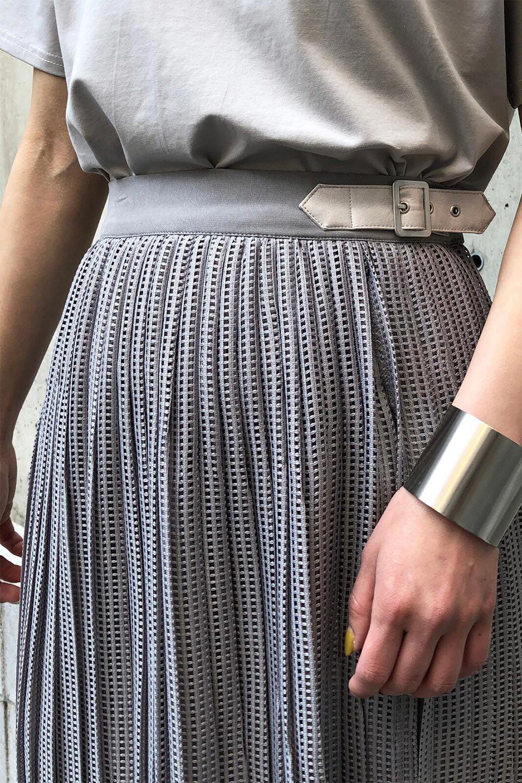 MeshPleatLayeredSkirtメッシュプリーツ・レイヤードスカート大人カジュアルに最適な海外ファッションのothers(その他インポートアイテム)のボトムやスカート。スタイリングのメインになるデザインスカート。繊細なメッシュ素材を使用し、立体的なプリーツが織りなす華やかなスカートです。/main-28