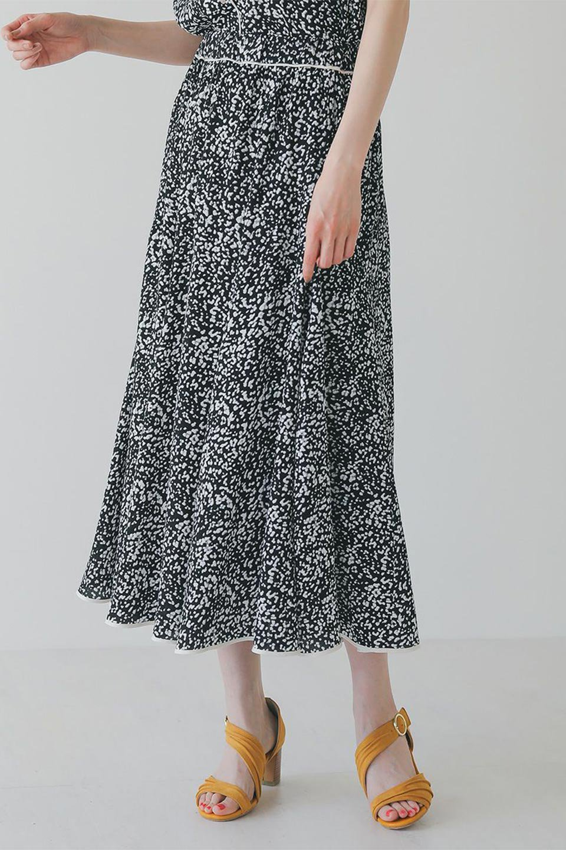 PipingHemLeopardFlareSkirtレオパード・フレアボリュームスカート大人カジュアルに最適な海外ファッションのothers(その他インポートアイテム)のボトムやスカート。動くたびにゆれるシルエットが美しいレオパード柄のフレアースカート。スカート部分に切り替えが斜めにはいっており、ナチュラルなマーメイドシルエットが美しいスカートです。/main-15