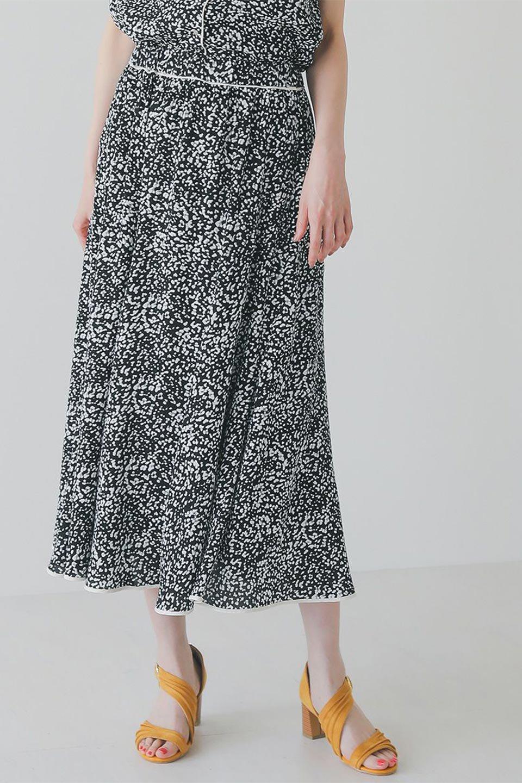 PipingHemLeopardFlareSkirtレオパード・フレアボリュームスカート大人カジュアルに最適な海外ファッションのothers(その他インポートアイテム)のボトムやスカート。動くたびにゆれるシルエットが美しいレオパード柄のフレアースカート。スカート部分に切り替えが斜めにはいっており、ナチュラルなマーメイドシルエットが美しいスカートです。/main-16