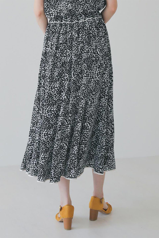 PipingHemLeopardFlareSkirtレオパード・フレアボリュームスカート大人カジュアルに最適な海外ファッションのothers(その他インポートアイテム)のボトムやスカート。動くたびにゆれるシルエットが美しいレオパード柄のフレアースカート。スカート部分に切り替えが斜めにはいっており、ナチュラルなマーメイドシルエットが美しいスカートです。/main-17