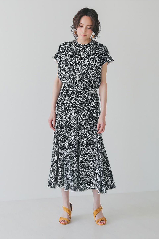 PipingHemLeopardFlareSkirtレオパード・フレアボリュームスカート大人カジュアルに最適な海外ファッションのothers(その他インポートアイテム)のボトムやスカート。動くたびにゆれるシルエットが美しいレオパード柄のフレアースカート。スカート部分に切り替えが斜めにはいっており、ナチュラルなマーメイドシルエットが美しいスカートです。/main-18