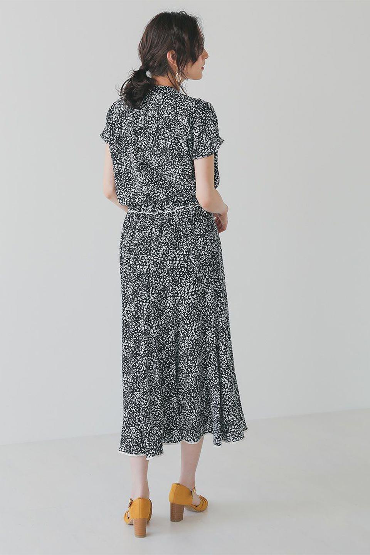 PipingHemLeopardFlareSkirtレオパード・フレアボリュームスカート大人カジュアルに最適な海外ファッションのothers(その他インポートアイテム)のボトムやスカート。動くたびにゆれるシルエットが美しいレオパード柄のフレアースカート。スカート部分に切り替えが斜めにはいっており、ナチュラルなマーメイドシルエットが美しいスカートです。/main-20