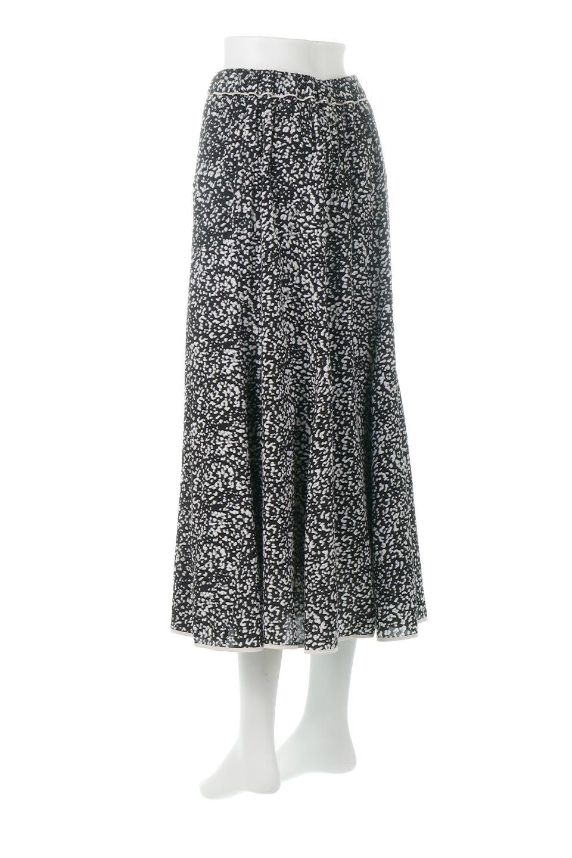 PipingHemLeopardFlareSkirtレオパード・フレアボリュームスカート大人カジュアルに最適な海外ファッションのothers(その他インポートアイテム)のボトムやスカート。動くたびにゆれるシルエットが美しいレオパード柄のフレアースカート。スカート部分に切り替えが斜めにはいっており、ナチュラルなマーメイドシルエットが美しいスカートです。/main-3