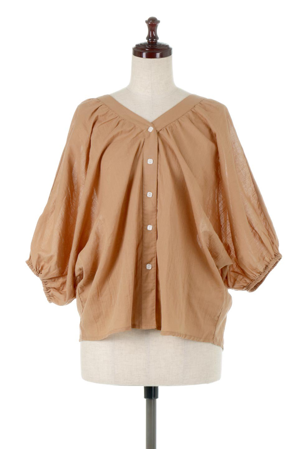 VoluminousSleeveBlouseボリュームスリーブ・ブラウス大人カジュアルに最適な海外ファッションのothers(その他インポートアイテム)のトップスやシャツ・ブラウス。ボリュームがありながらも軽やかな素材で清涼感溢れるエアリーブラウス。綿100%の素材を使用しているので着心地も良くストレスフリーのトップスです。
