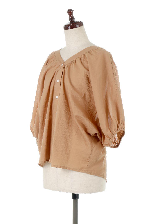 VoluminousSleeveBlouseボリュームスリーブ・ブラウス大人カジュアルに最適な海外ファッションのothers(その他インポートアイテム)のトップスやシャツ・ブラウス。ボリュームがありながらも軽やかな素材で清涼感溢れるエアリーブラウス。綿100%の素材を使用しているので着心地も良くストレスフリーのトップスです。/main-1