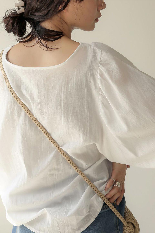 VoluminousSleeveBlouseボリュームスリーブ・ブラウス大人カジュアルに最適な海外ファッションのothers(その他インポートアイテム)のトップスやシャツ・ブラウス。ボリュームがありながらも軽やかな素材で清涼感溢れるエアリーブラウス。綿100%の素材を使用しているので着心地も良くストレスフリーのトップスです。/main-19